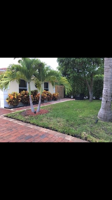 Private gated lot . Lots of Palm trees . Privacy Hedges . Landscape lighting . New paver driveway 9-17
