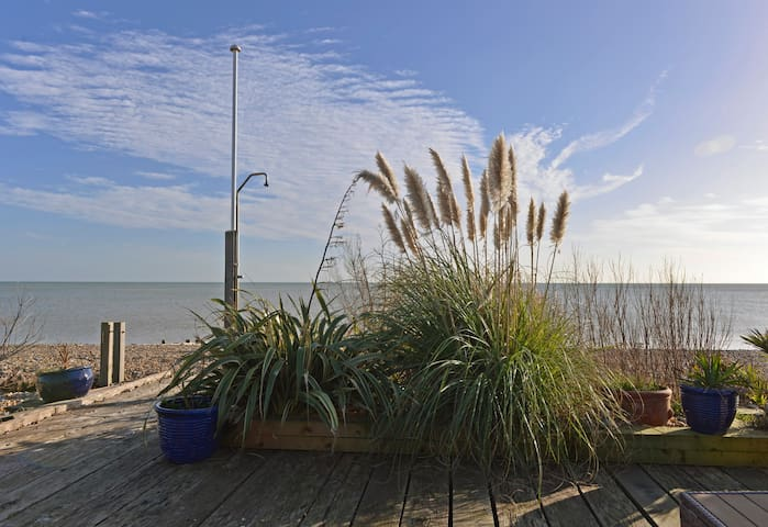 Tides Cottage - 3-bed with glorious sea views