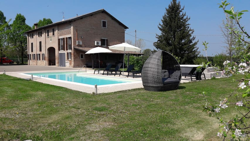 Detached villa with swimming pool.