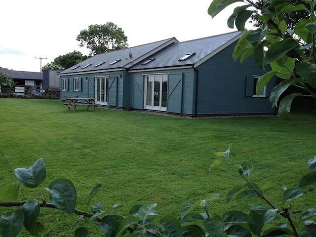 Swift Stables Holiday Cottage - Mowsley
