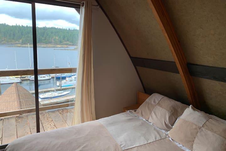 2-storey Quadra Island Oceanfront Loft-free kayaks