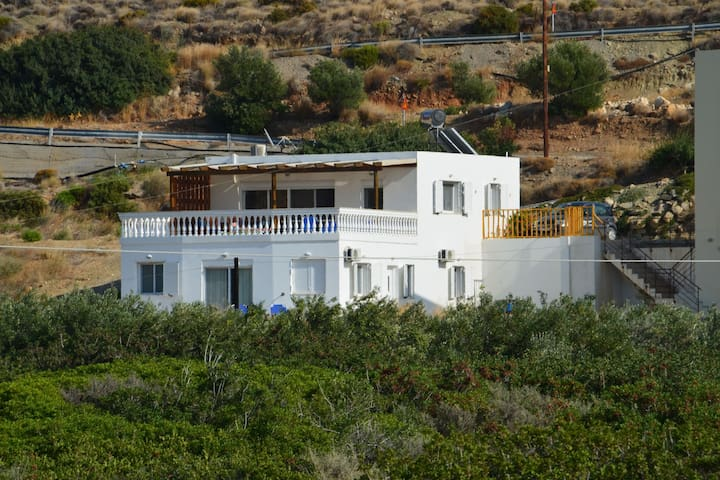 Beautiful spacious villa, large plot, 600m of sandy beach, near Makry Gialos, SE
