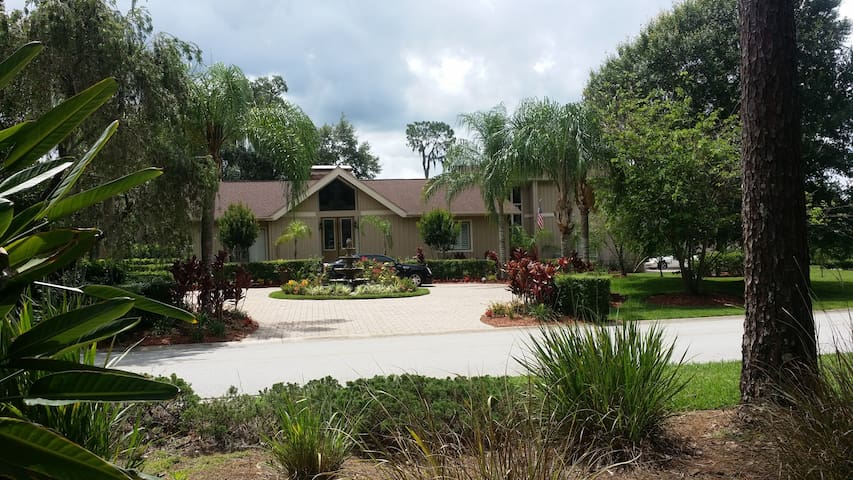 Beautiful house in Gated Saddlebrook Community - Wesley Chapel - Bed & Breakfast