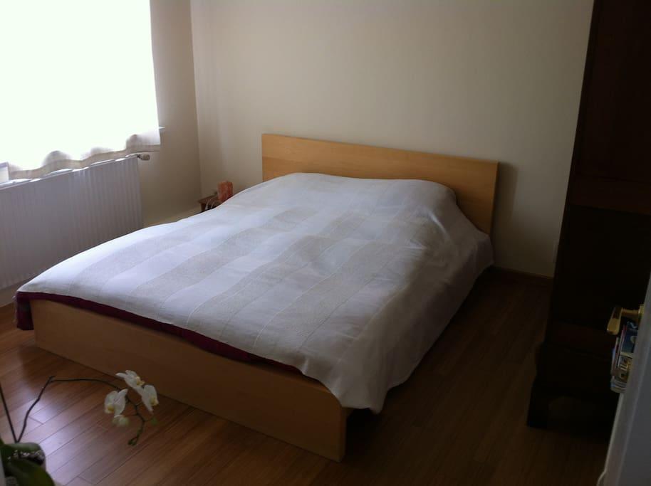 Chambre d'amis (1er étage) / Guestroom (1st floor)