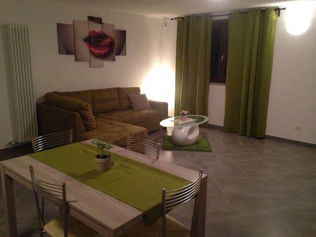 grazioso appartamento con soffitto travi a vista - Nus