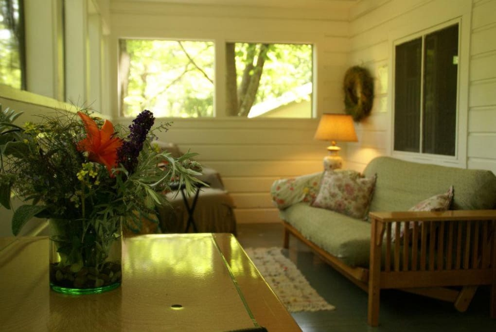 Welcome to Tinroses Bungalows! Please check all 4 of our listings for availability!