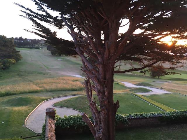 Studio «le Bateau» vue sur le golf a saint briac