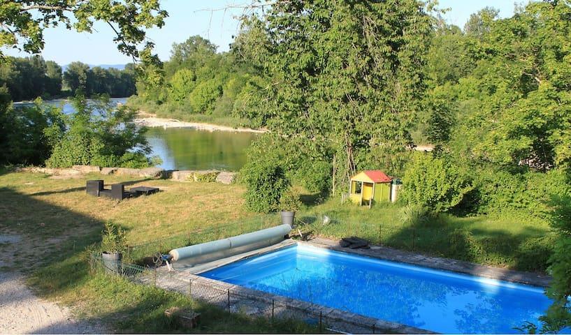 Maison rénovée en bord de rivière - Charnoz-sur-Ain - House