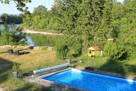 Maison rénovée en bord de rivière - Charnoz-sur-Ain