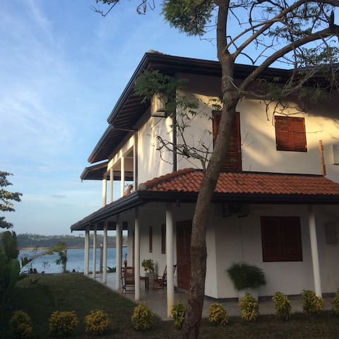 New Beach Villa Lanka - Master room Juliyan - Dikwella - Casa