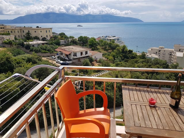 Studio Flori with sea view