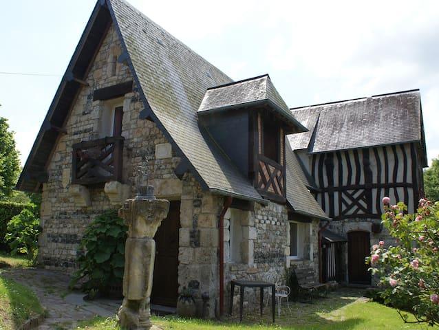 Entre Deauville et Honfleur - BARNEVILLE LA BERTRAN - Hus