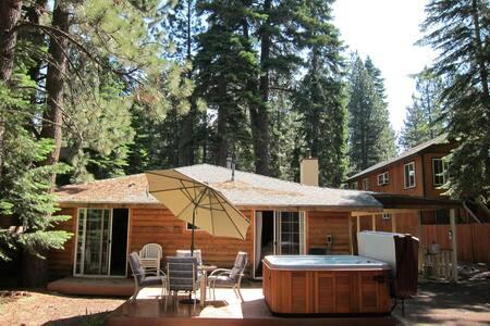 Hot Tub, Close to Everything - South Lake Tahoe - Rumah