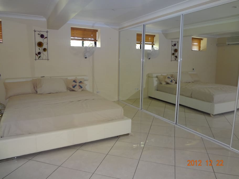 Very Large spacious bed with King size bed