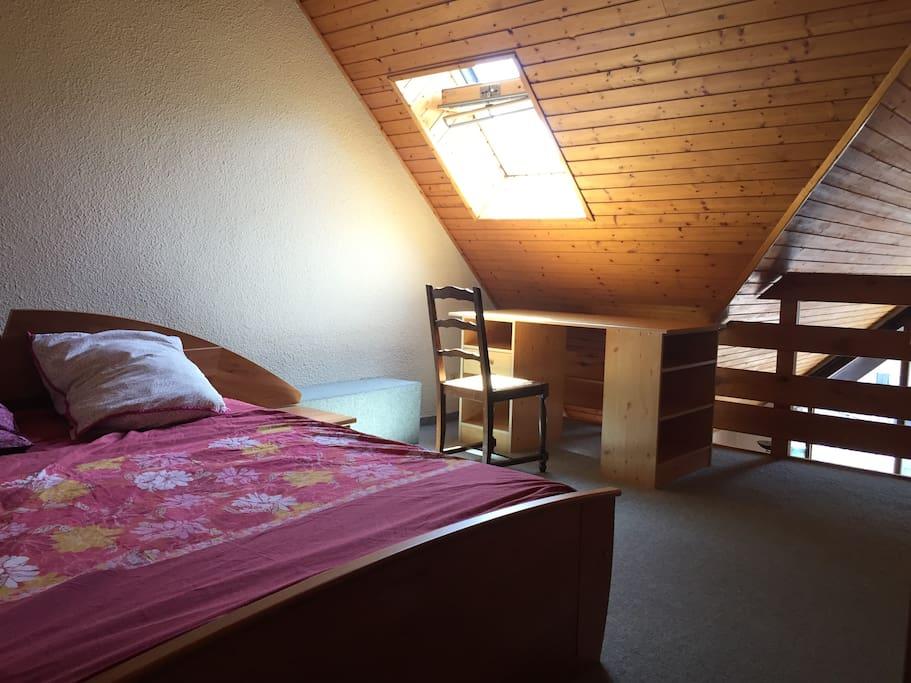 Chambre + bureau de 17 m2 à l'étage