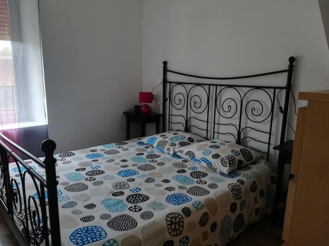 Chambre 1 pour 2 personnes avec lit queen size ( 160*200)