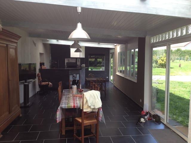 Grande maison a la campagne. - Marcilly-lès-Buxy - Dům