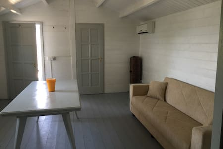Charming chalet Sabaudia beach - Sabaudia - Cottage