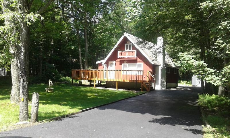 Cabin in the Poconos - The Courtney Chalet