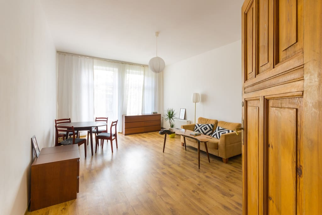 Living room with a balcony, can be equipped with 1 or 2 single beds