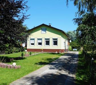 2, 3, und 4Bett-Zimmer, Neuendorf - Neuendorf bei Elmshorn - Hus