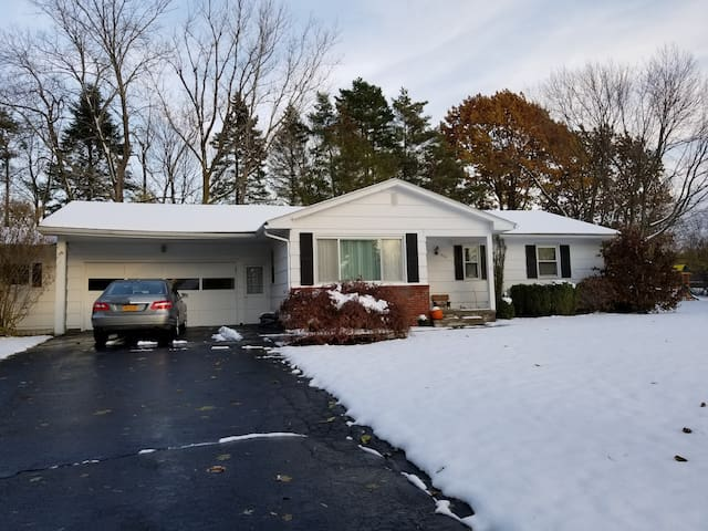2 bdrm ranch, quiet residential St. in Webster NY