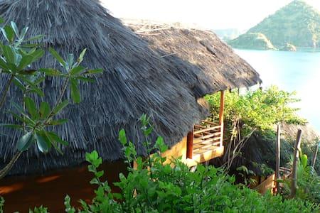 Waecicu Eden Beach Cottage - Labuan Bajo - Бунгало