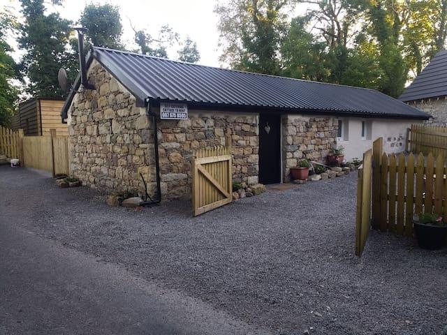 Sligo lough Bo cottage with mountain and lake view