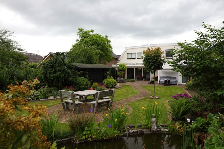 1 van de 5 Rooms in a Comf. House - Nijverdal - House