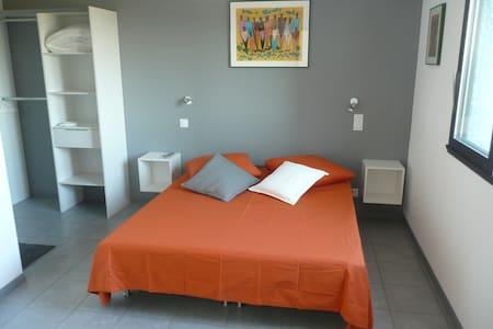 Chambre d'Hôtes au Pont du Gard - Bed & Breakfast