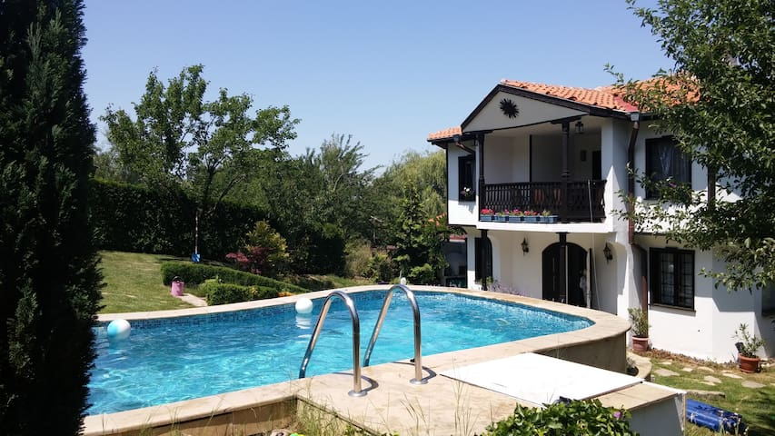 House with pool in Sofia suburbs