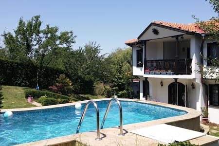 House with pool in Sofia suburbs - Villa
