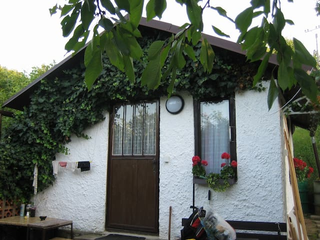 2 cottages close to Moto Grand Prix - Brno - Hut