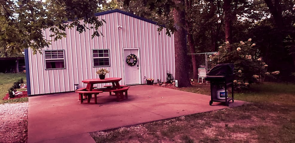 Cute secluded shouse minutes from Ozark-Sanitized