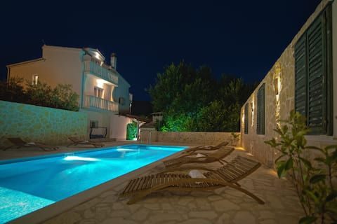 Villa Marta,near Split,private pool, cinema room .