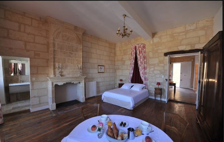 Chambre du ROY - Saint-Émilion - Bed & Breakfast
