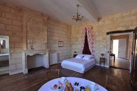 Chambre du ROY - Saint-Émilion - Bed & Breakfast