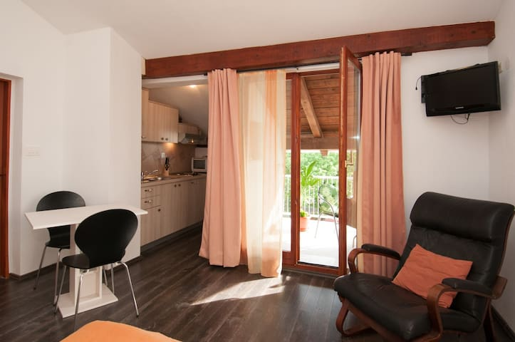 Villa Martin - Cozy studio for two with sea view - Ičići - บ้าน