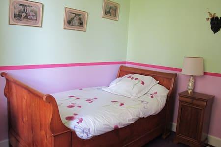 Chambre Nosybé - Saint-Yrieix-la-Perche