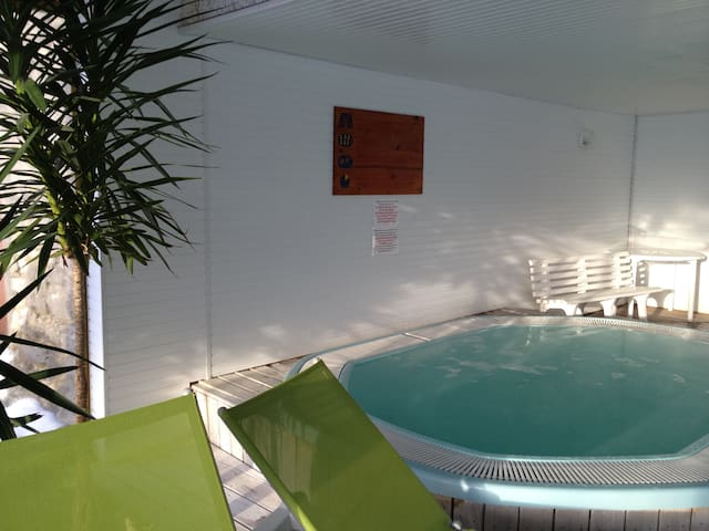 Charmant appartement  piscine, jacuzzi