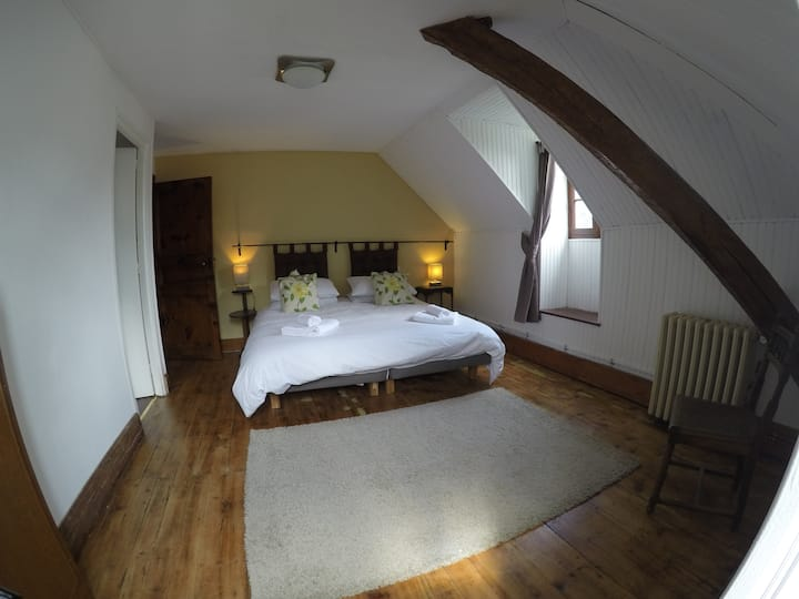 Spacious en-suite bedroom - Second floor