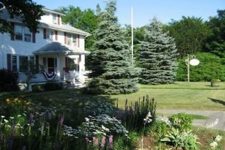 Cranberry Gardens Inn - a B&B - Wareham