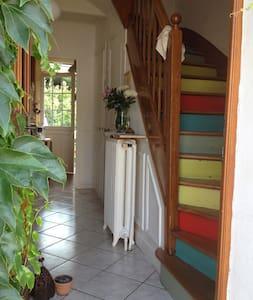 Charme et calme - Une maison à la campagne à Paris - Neuilly-Plaisance - Hus