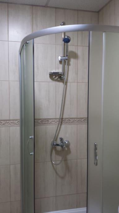 баня с душ кабина