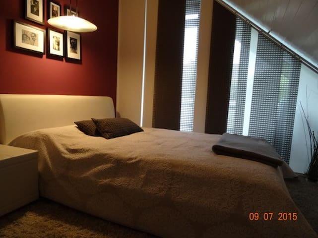 Stilvolle Zimmer in Flughafennähe - Isernhagen