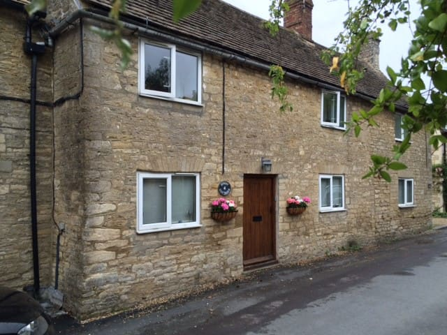 Quintessential Cotswold Cottage - Oaksey - บ้าน