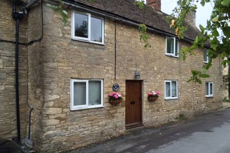 Quintessential Cotswold Cottage - Oaksey - 独立屋