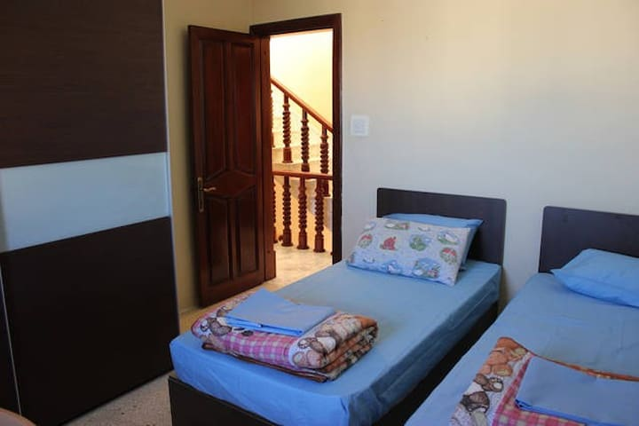 Twin room with bathroom - San Ġwann - Huis