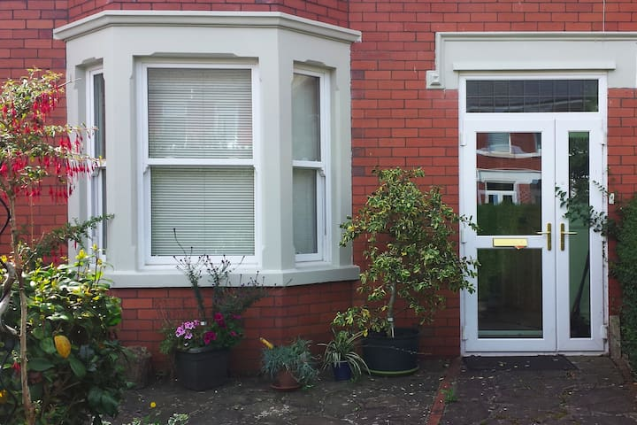 Private  2 bed house  close to city centre