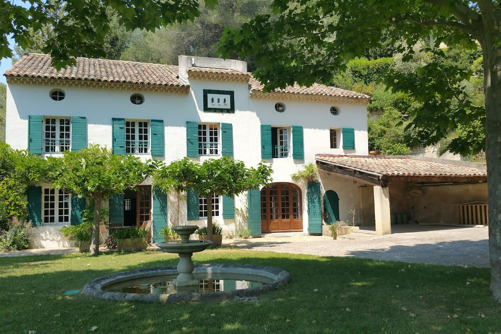 Bastide du xviii avec piscine villas louer aix en for Villa a louer en provence avec piscine